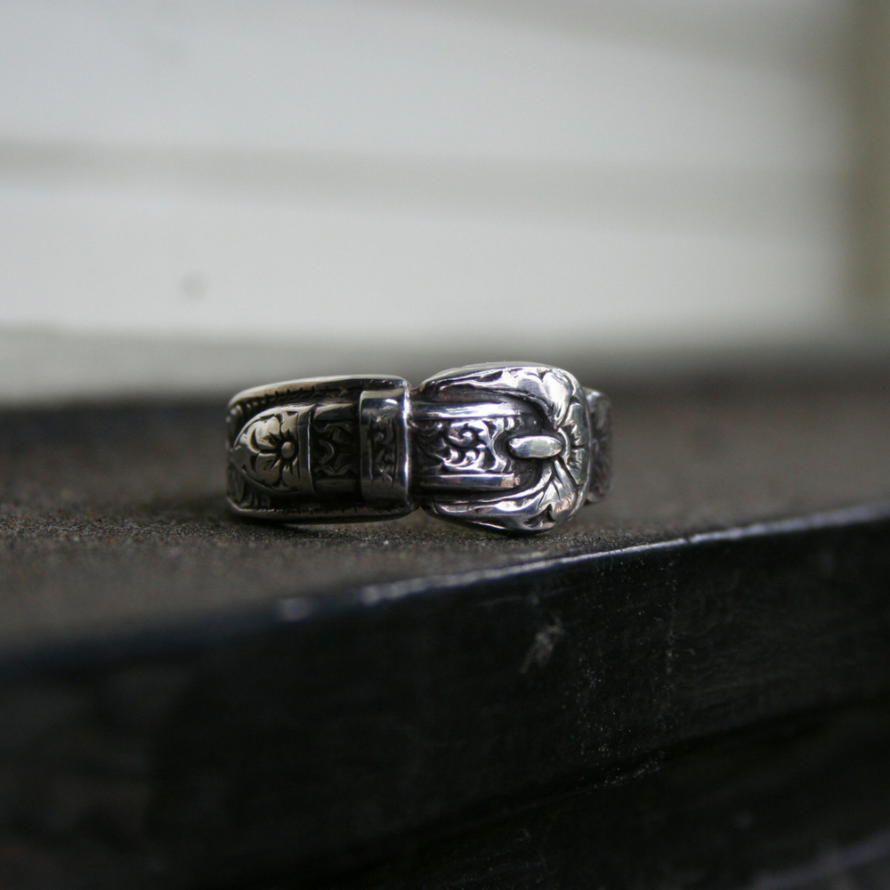ST STERLING SILVER BUCKLE RING 7.5 (1 AVAILABLE)