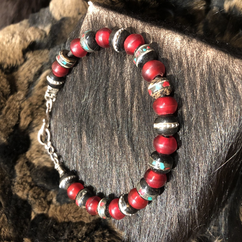RED HORN AND PRAYER BEAD BRACELET