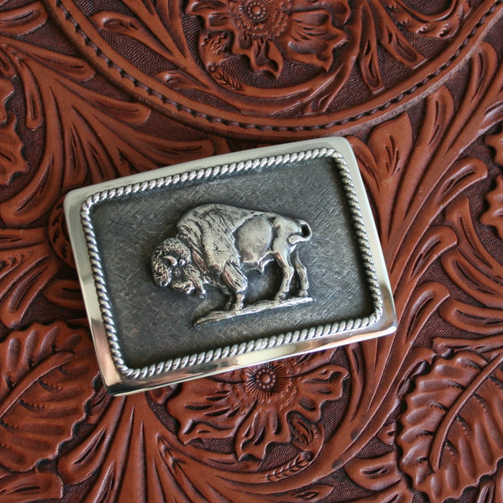 GABE WESTERN BUCKLE WITH BISON FIGURE (1 AVAILABLE)