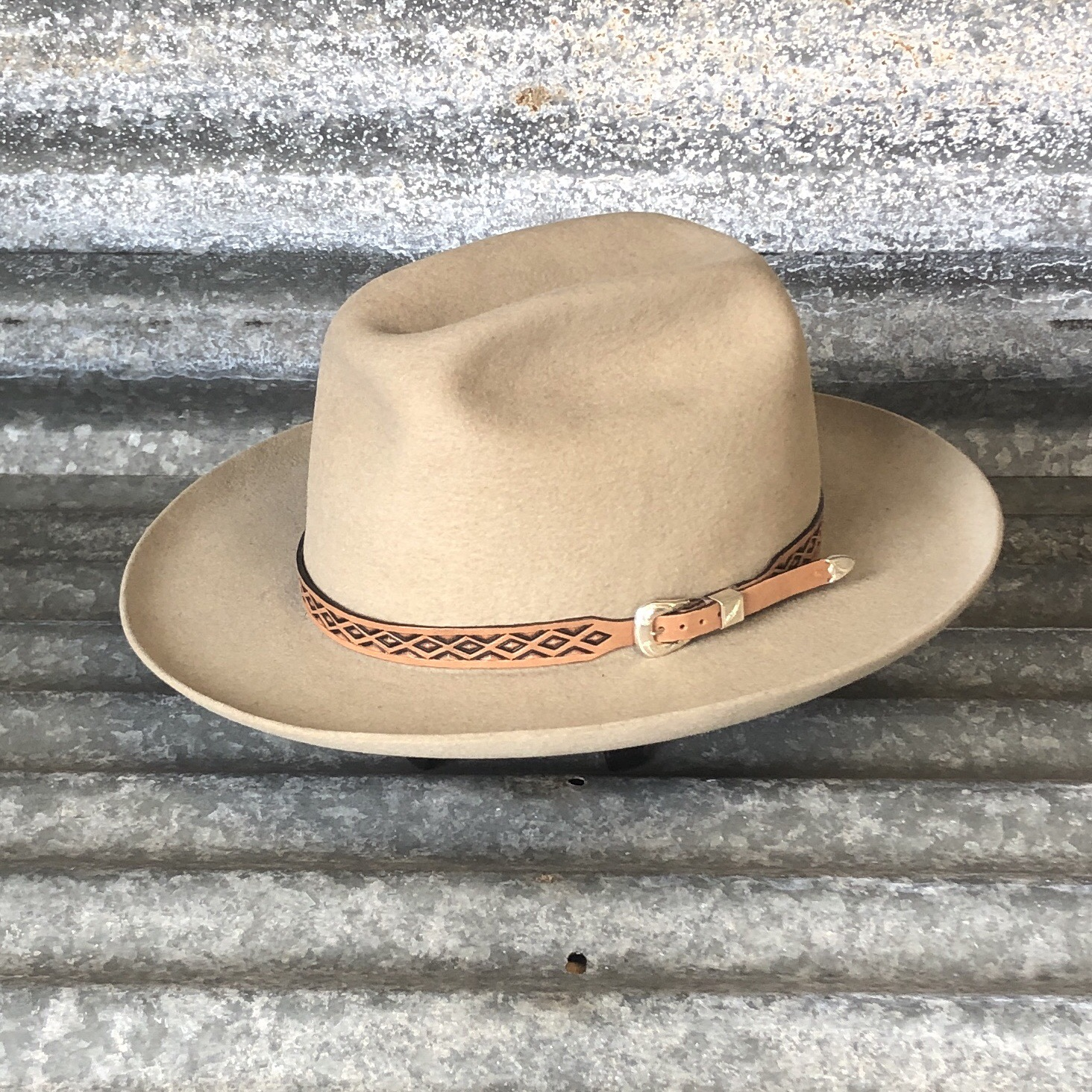 CHAMPAGNE COWBOY WITH MULE KICKS/FULL CURL