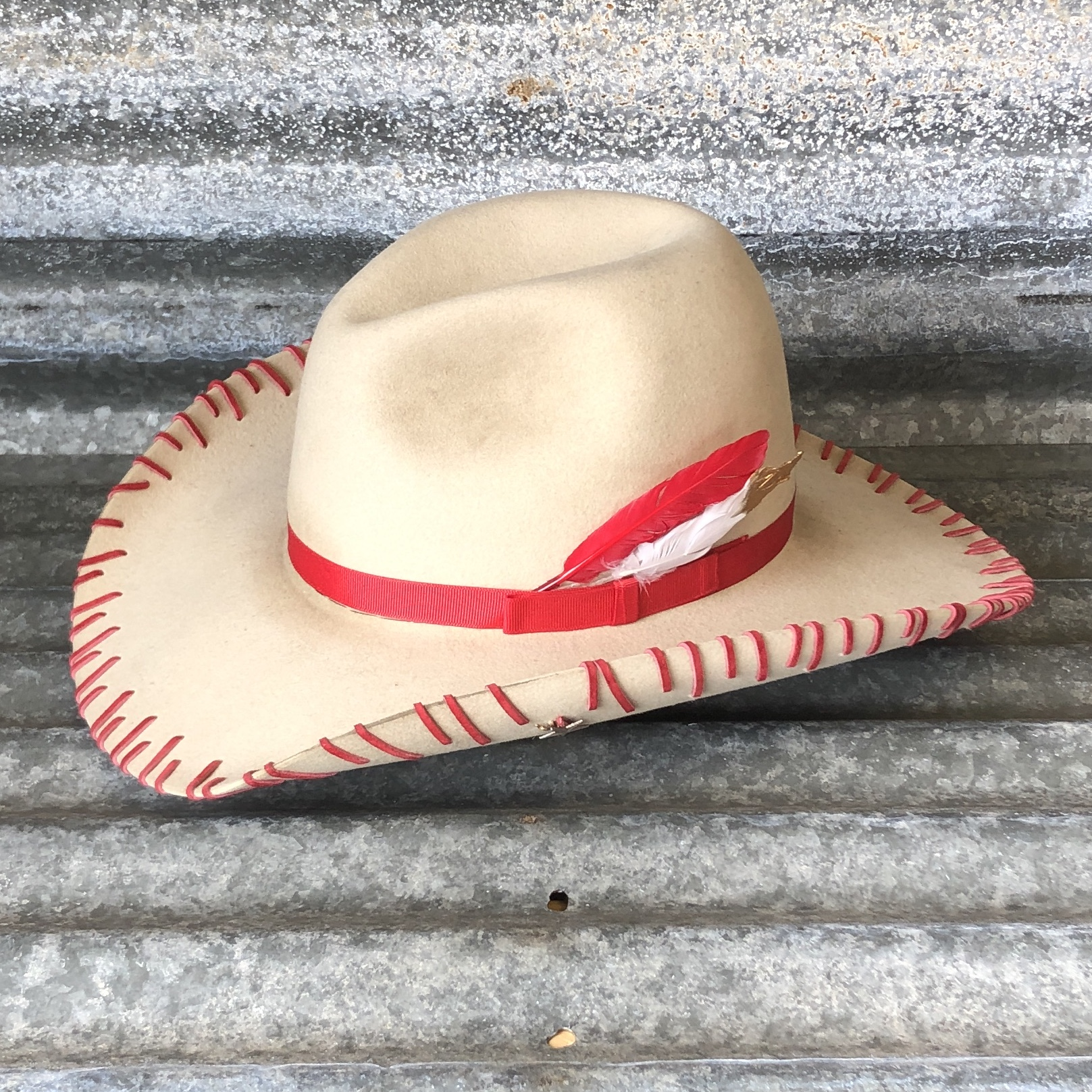 DISTRESSED BONE LOW GUS WITH RED STRAY STITCH