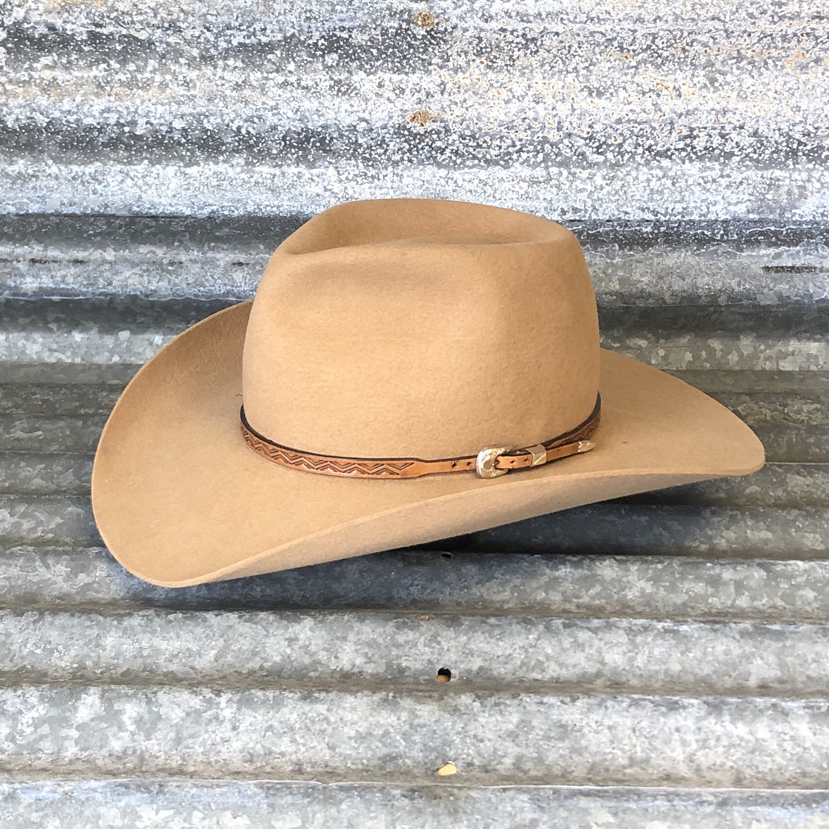 CARAMEL BOSS/BELLY CURL WITH ANTIQUE TOOLED AZTEC BAND