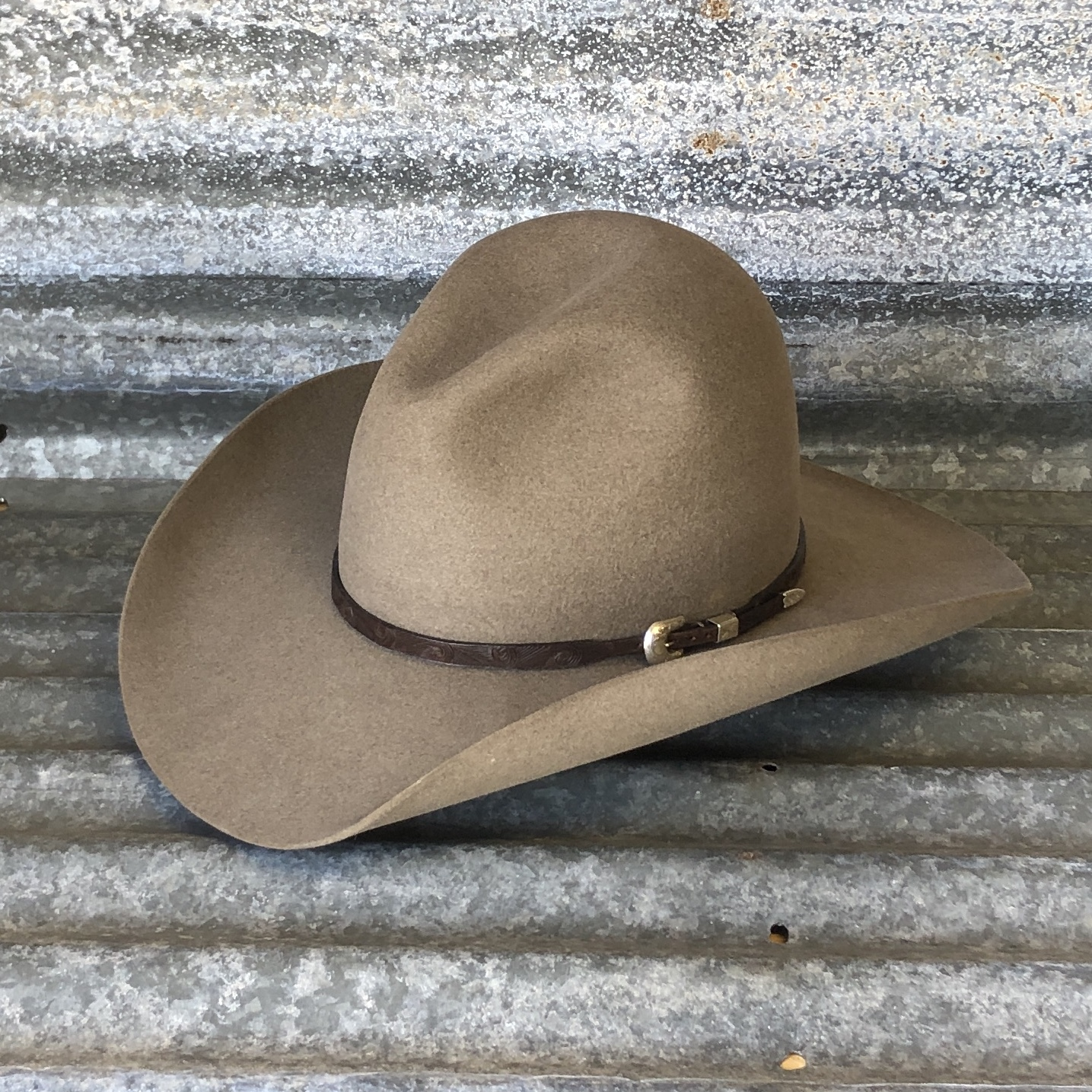 """LOW GUS BELLY CURL 4"""" NATURAL WITH CHOCOLATE FINGER CARVED HATBAND"""