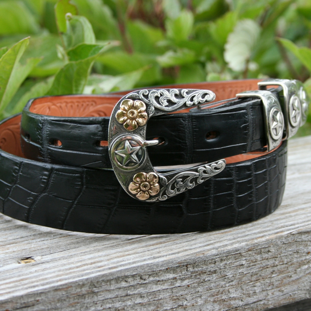 FAME BUCKLE SET WITH 14K GOLD FLOWERS ()