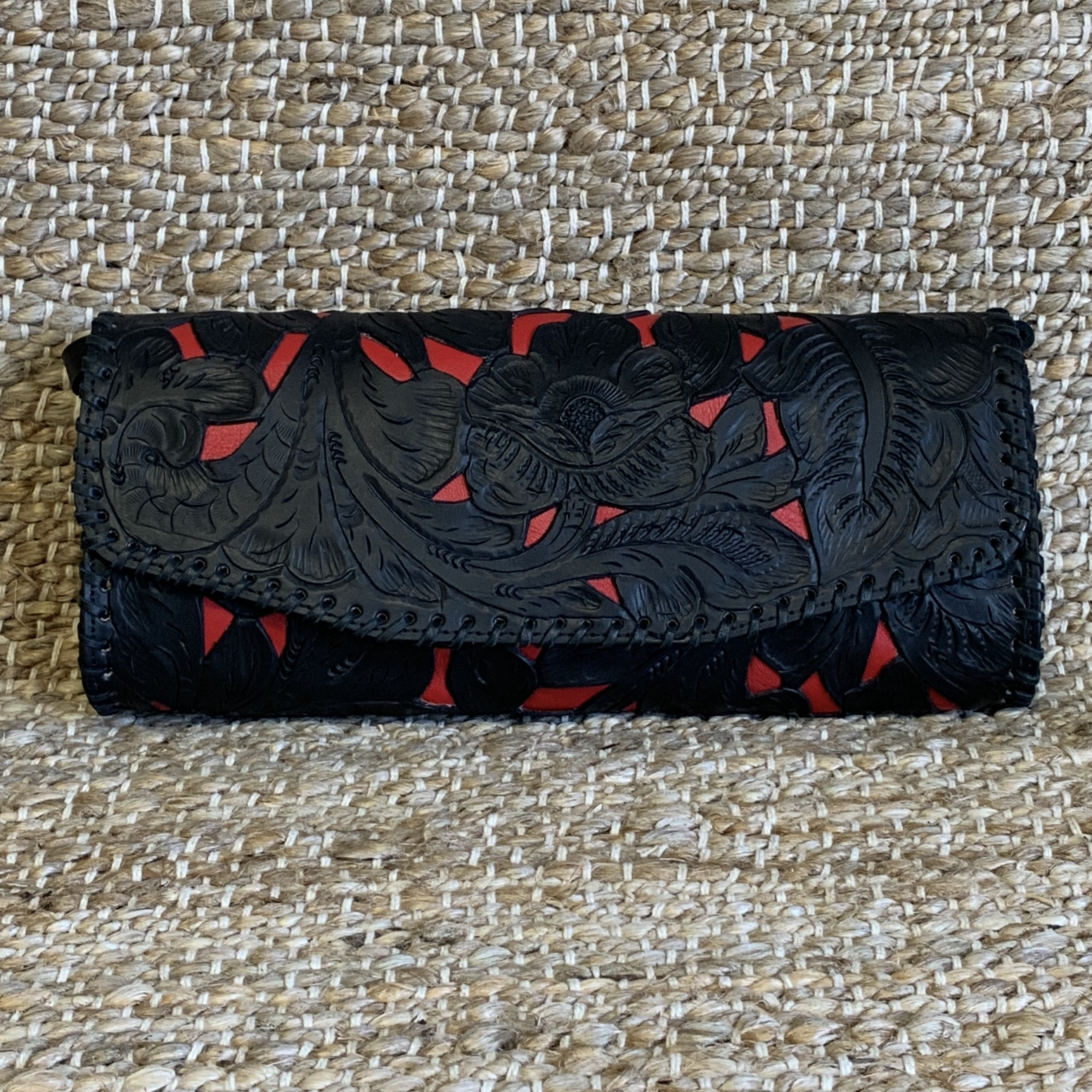 TOOLED BLACK CLUTCH W/RED INLAY